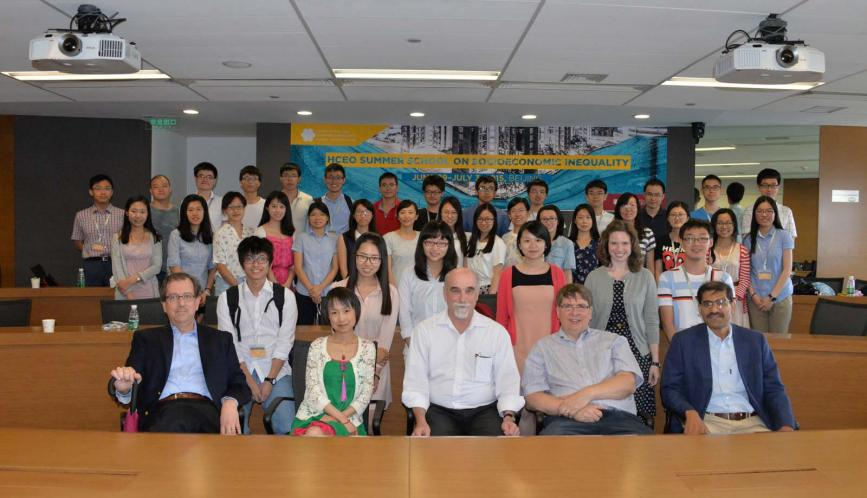 A group shot of all the students and lecturers of summer school.
