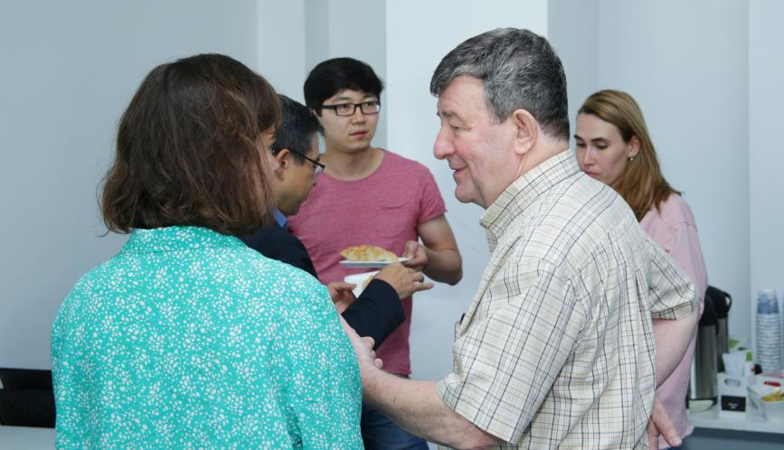 Shlomo Weber in conversation with students during a break.